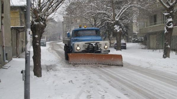 7 машини са ангажирани със зимното почистване на улиците в Горна Оряховица