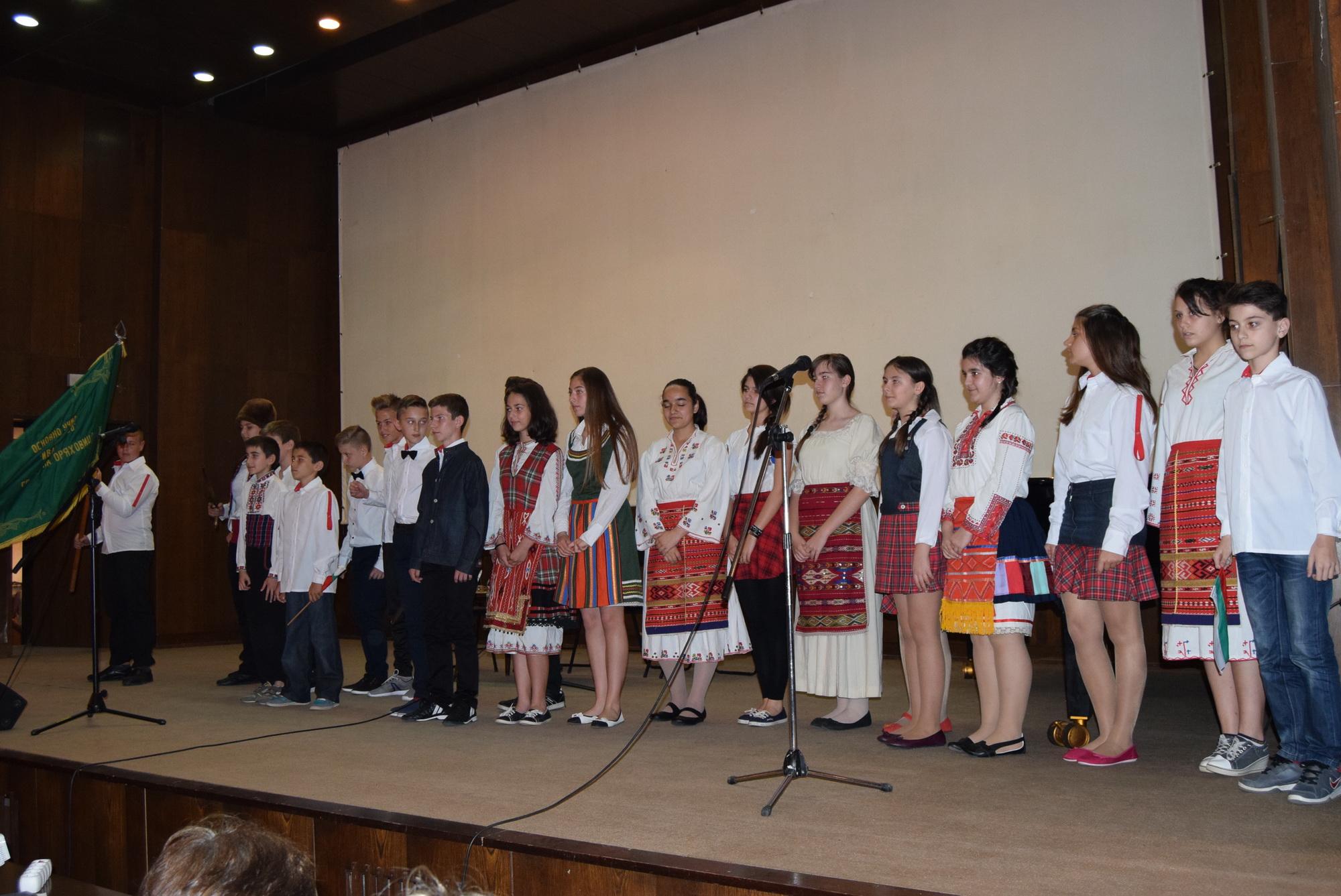 Над 130 деца от Общината пресъздадоха паметни моменти от Априлското въстание