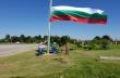 13-метров пилон с българското знаме монтираха в центъра на Първомайци
